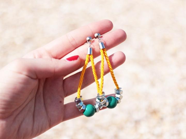 DIY bijoux : De boucles d'oreilles de boulons et decorde…