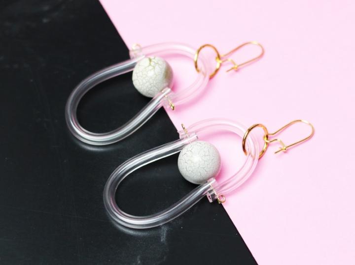 DIY mode : des  Boucles d'oreilles en PVCdesign