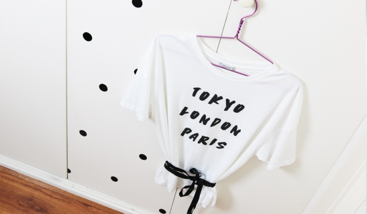 DIY mode : un t-shirt large transformé en top noué tendance