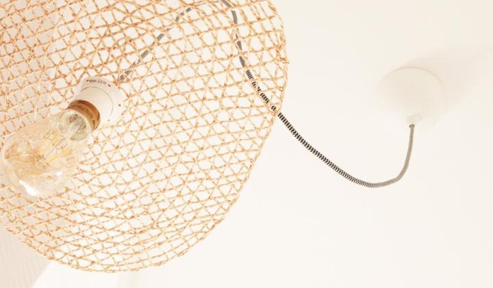 DIY Déco – IKEA hack, une suspension personnalisé enrotin