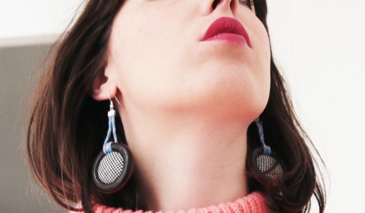 DIY : boucles d'oreilles tendances en bois et boutons àmotifs